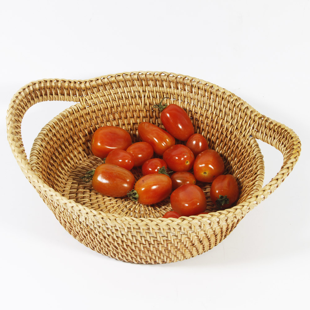 Straw rattan basket with handle